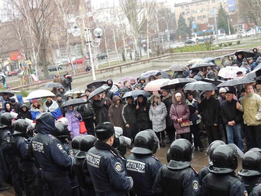 В Мариуполе под горсоветом митингуют под дождем (Дополнено + ФОТОРЕПОРТАЖ), фото-7