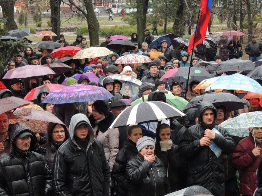 В Мариуполе под горсоветом митингуют под дождем (Дополнено + ФОТОРЕПОРТАЖ), фото-13
