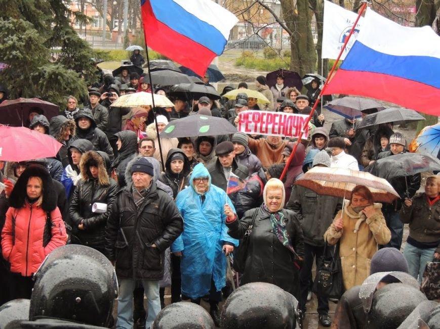 В Мариуполе под горсоветом митингуют под дождем (Дополнено + ФОТОРЕПОРТАЖ), фото-4