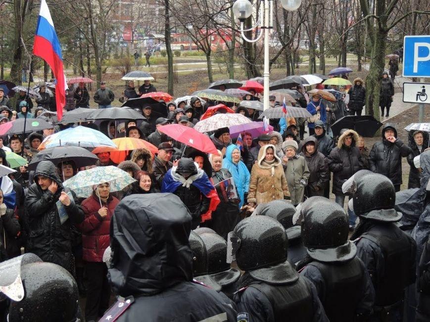 В Мариуполе под горсоветом митингуют под дождем (Дополнено + ФОТОРЕПОРТАЖ), фото-12