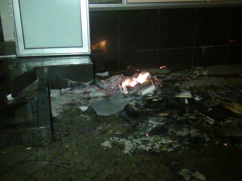 В Мариуполе горел свадебный салон и агентство горящих туров (ФОТО), фото-12