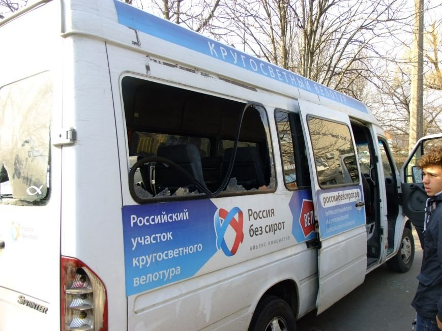 В Мариуполе пастор Мохненко прокомментировал инцидент с разбитым автобусом (ФОТО), фото-9