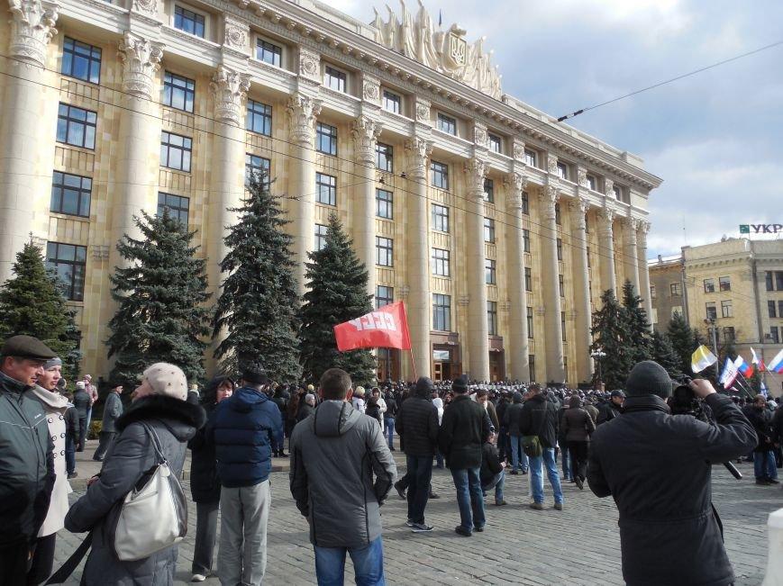 На площади Свободы пророссийские активисты проводят «референдум» (ФОТО), фото-1