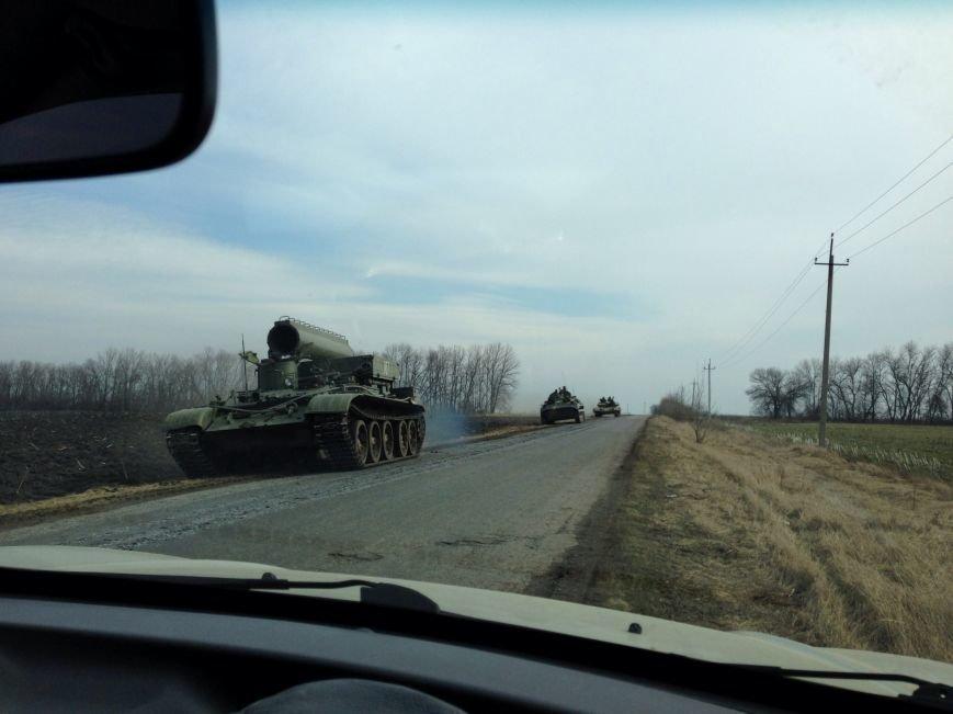 Под Харьковом идут военные учения: к российской границе стягивают БТРы и танки (ФОТО), фото-3