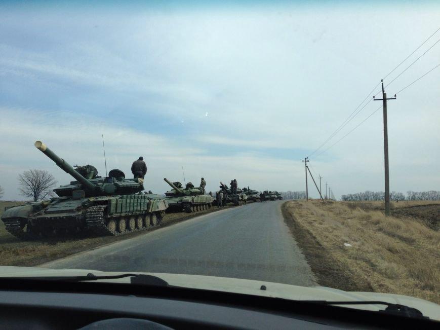 Под Харьковом идут военные учения: к российской границе стягивают БТРы и танки (ФОТО), фото-2