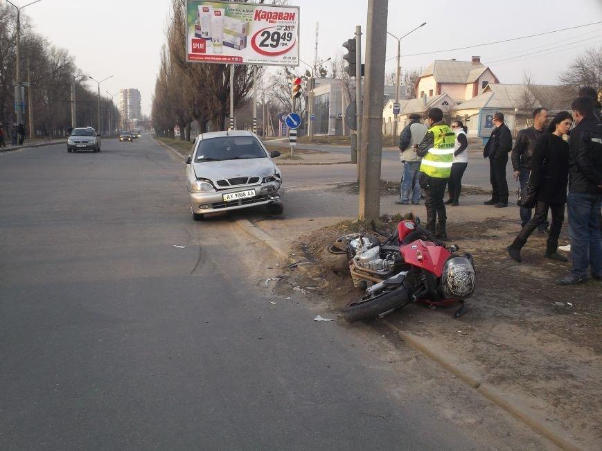 На Алексеевке столкнулись легковушка и мотоцикл (ФОТО), фото-4