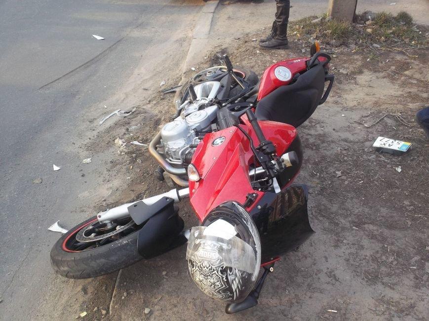 На Алексеевке столкнулись легковушка и мотоцикл (ФОТО), фото-1