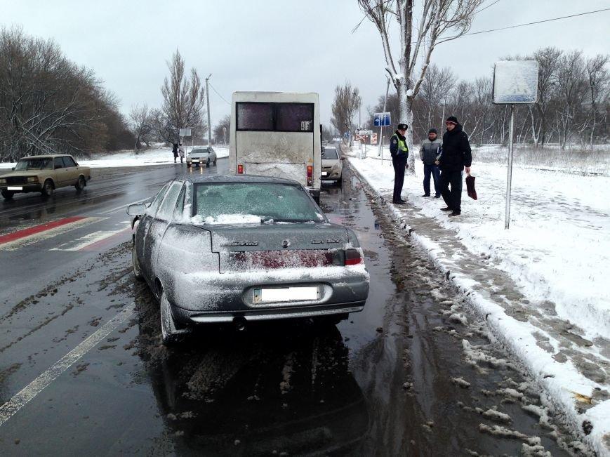 В Донецке в автобус, который остановился на пешеходном переходе, врезалась «Лада» (ФОТО), фото-3