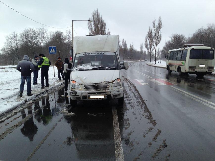 В Донецке в автобус, который остановился на пешеходном переходе, врезалась «Лада» (ФОТО), фото-2