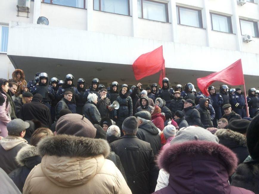 В Мариуполе митингующие выбили дверь в горсовет (ФОТО+ВИДЕО), фото-14