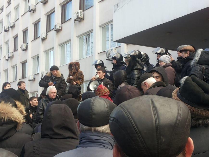 В Мариуполе митингующие выбили дверь в горсовет (ФОТО+ВИДЕО), фото-10