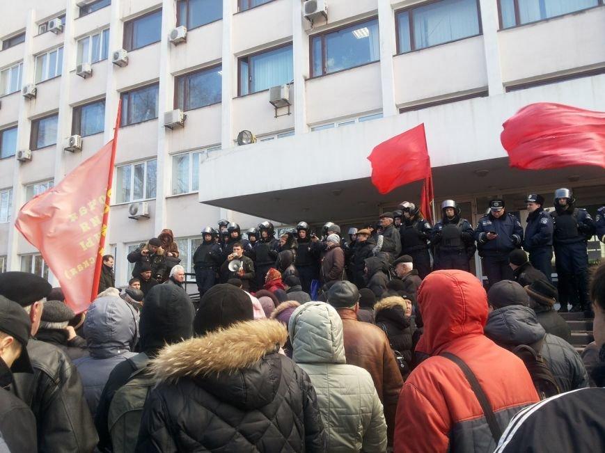 В Мариуполе митингующие выбили дверь в горсовет (ФОТО+ВИДЕО), фото-13