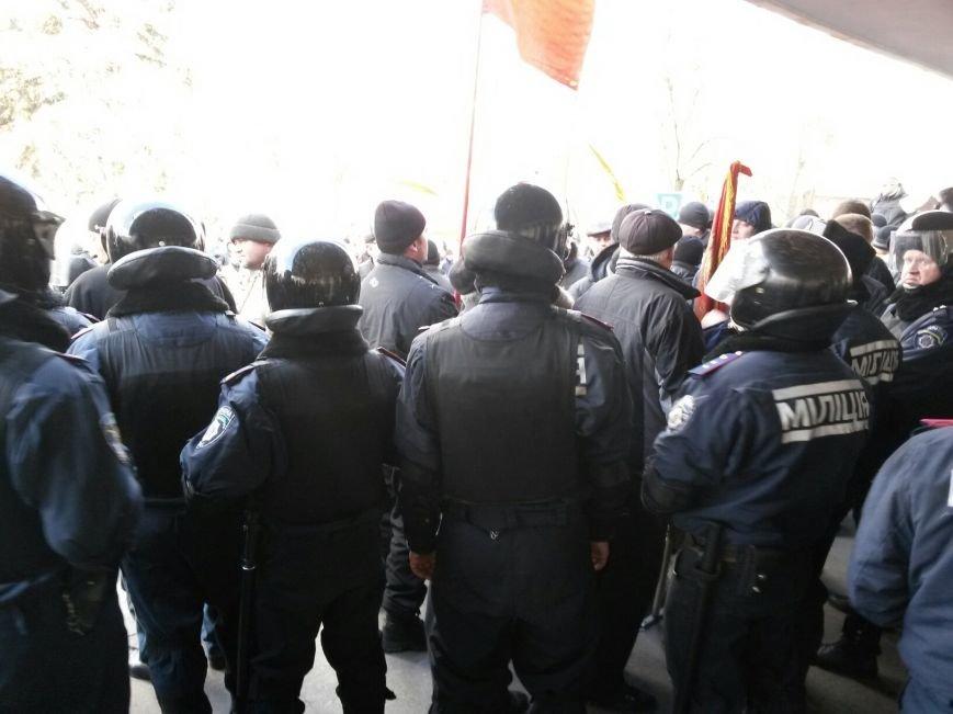 В Мариуполе митингующие выбили дверь в горсовет (ФОТО+ВИДЕО), фото-4