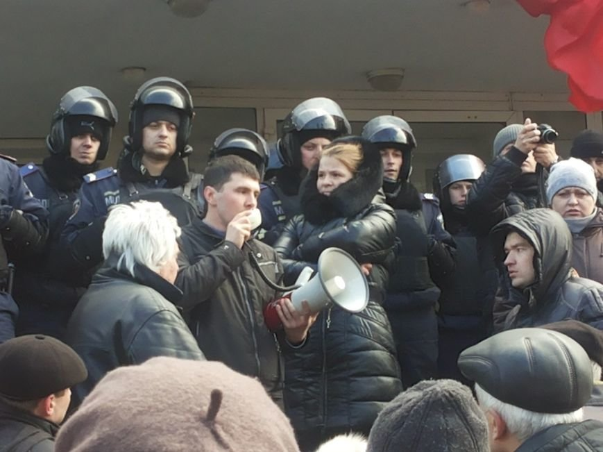 В Мариуполе митингующие выбили дверь в горсовет (ФОТО+ВИДЕО), фото-12