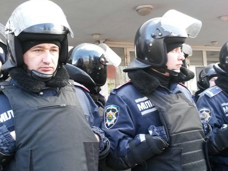 В Мариуполе митингующие выбили дверь в горсовет (ФОТО+ВИДЕО), фото-18