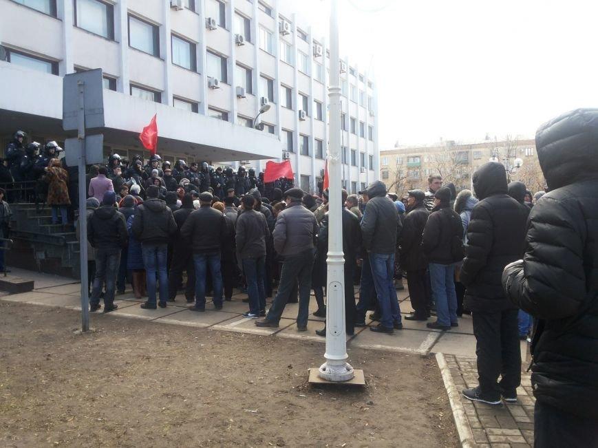 В Мариуполе митингующие выбили дверь в горсовет (ФОТО+ВИДЕО), фото-7