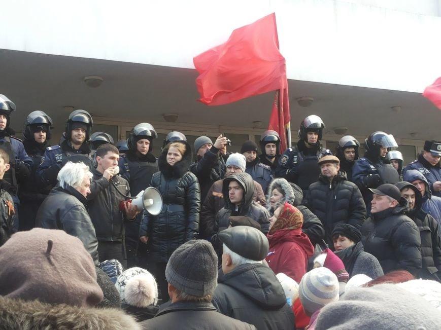 В Мариуполе митингующие выбили дверь в горсовет (ФОТО+ВИДЕО), фото-9