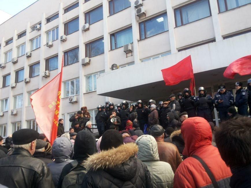 В Мариуполе митингующие выбили дверь в горсовет (ФОТО+ВИДЕО), фото-15
