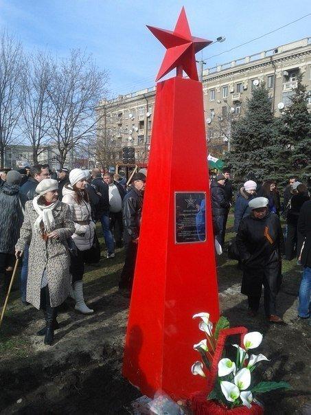 В Днепропетровске упала стела жертвам фашизма (ОБНОВЛЕНО, ФОТО), фото-1