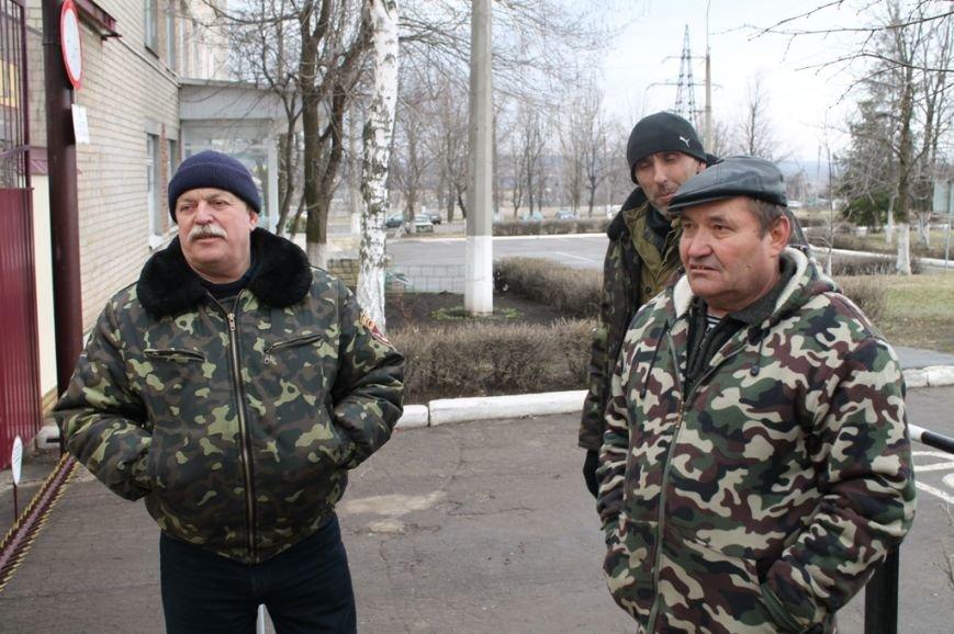 Артемовские казаки рассказали, зачем они блокируют склад с оружием в Парасковиевке (ВИДЕО), фото-5