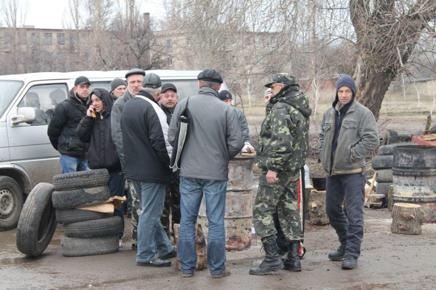 Артемовские казаки рассказали, зачем они блокируют склад с оружием в Парасковиевке (ВИДЕО), фото-2