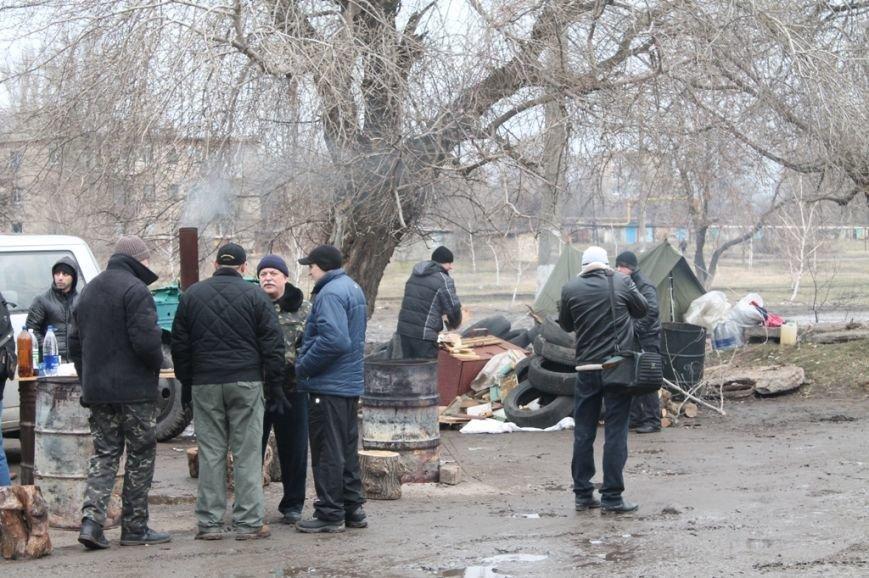 Артемовские казаки рассказали, зачем они блокируют склад с оружием в Парасковиевке (ВИДЕО), фото-6