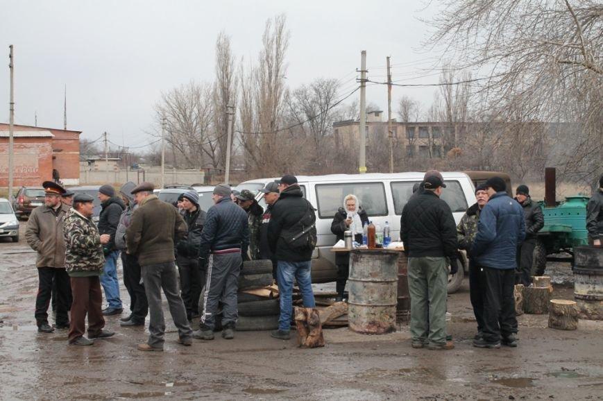 Артемовские казаки рассказали, зачем они блокируют склад с оружием в Парасковиевке (ВИДЕО), фото-7