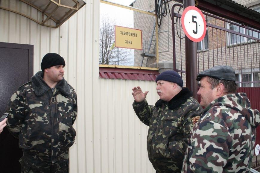 Артемовские казаки рассказали, зачем они блокируют склад с оружием в Парасковиевке (ВИДЕО), фото-4