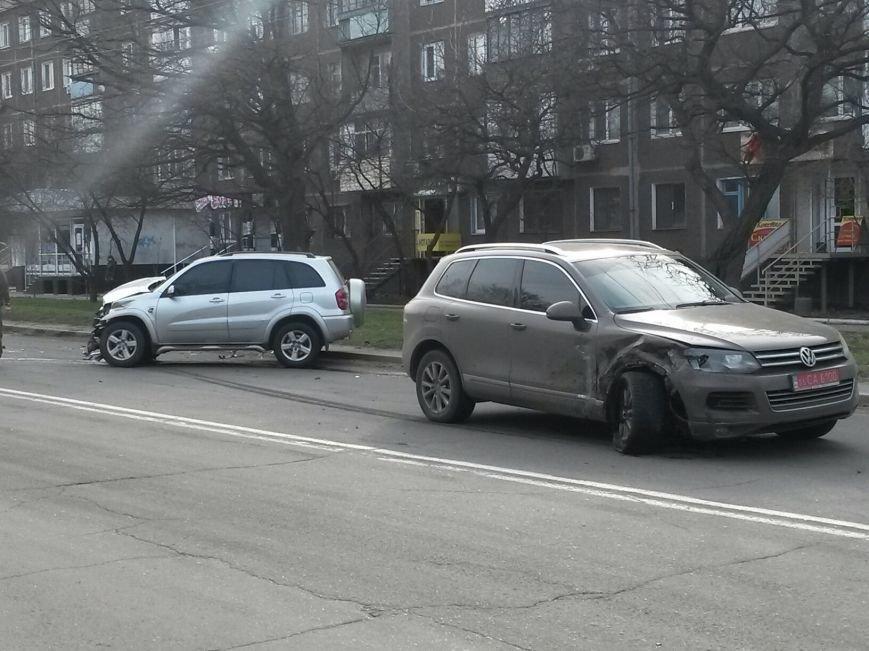 В Мариуполе на проспекте Строителей столкнулись два внедорожника (Фотофакт), фото-5
