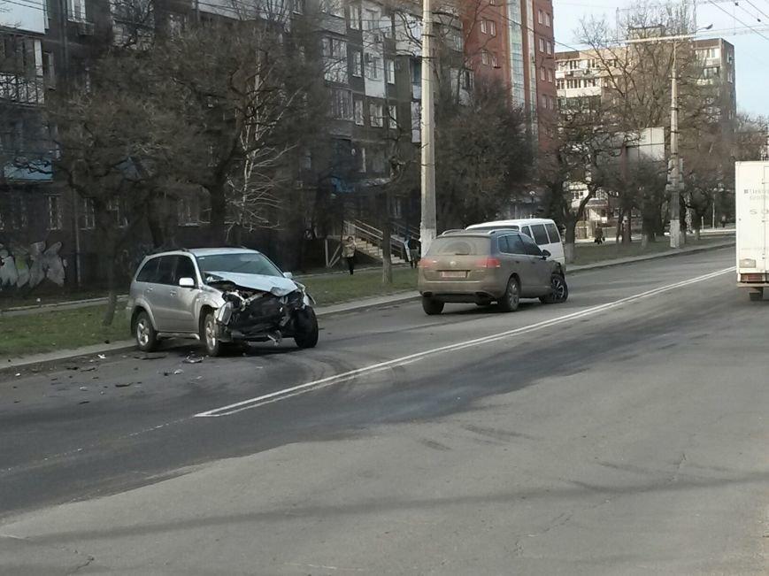 В Мариуполе на проспекте Строителей столкнулись два внедорожника (Фотофакт), фото-3