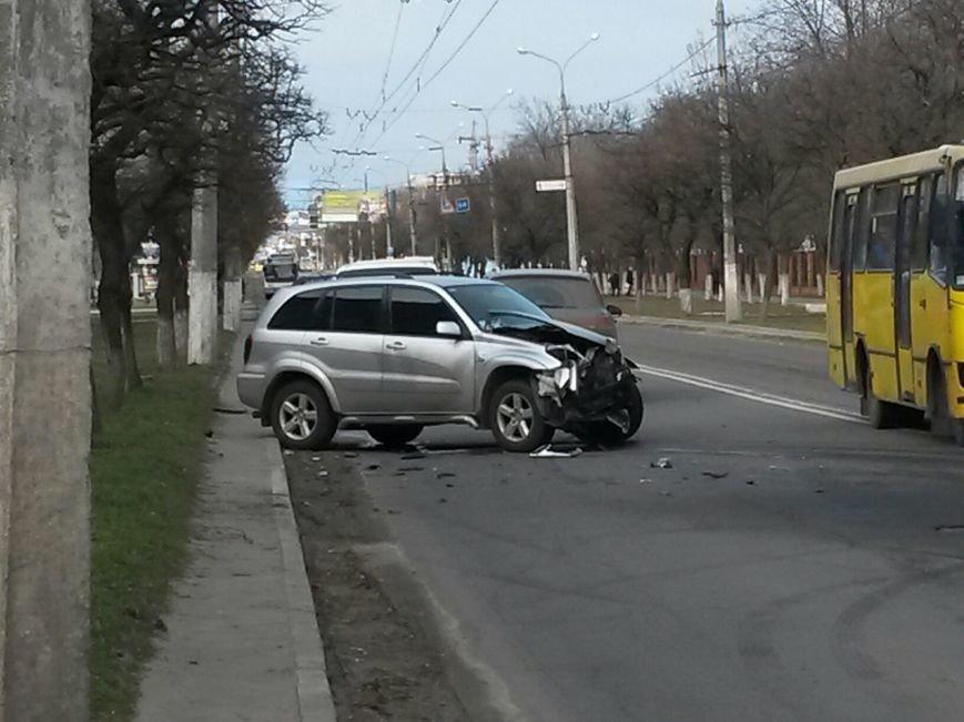 В Мариуполе на проспекте Строителей столкнулись два внедорожника (Фотофакт), фото-2