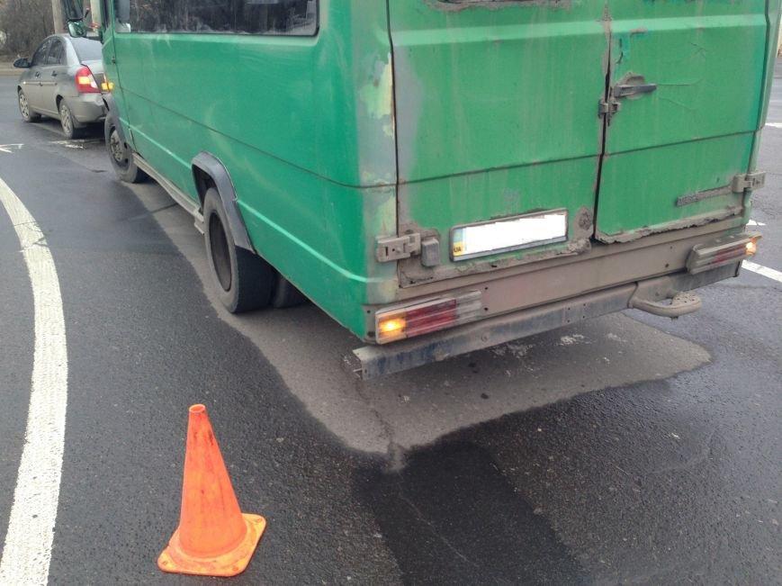 В Донецке на перекрестке маршрутка врезалась в «Хюндай» - пострадали пассажиры (ФОТО), фото-3