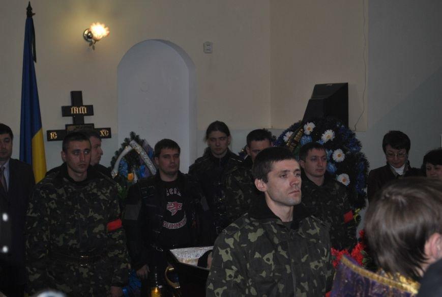 В Симферополе простились с убитыми 18 марта военным и бойцом самообороны Крыма (ФОТО), фото-1