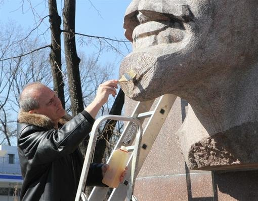 В Днепропетровске Ленина привели в порядок (ФОТО), фото-2
