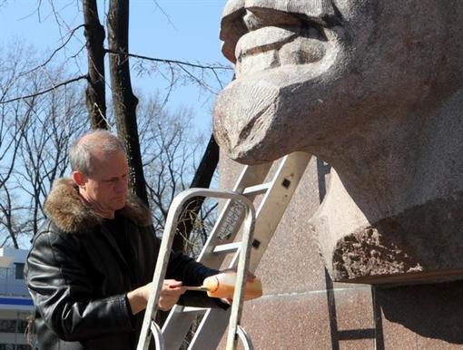 В Днепропетровске Ленина привели в порядок (ФОТО), фото-1