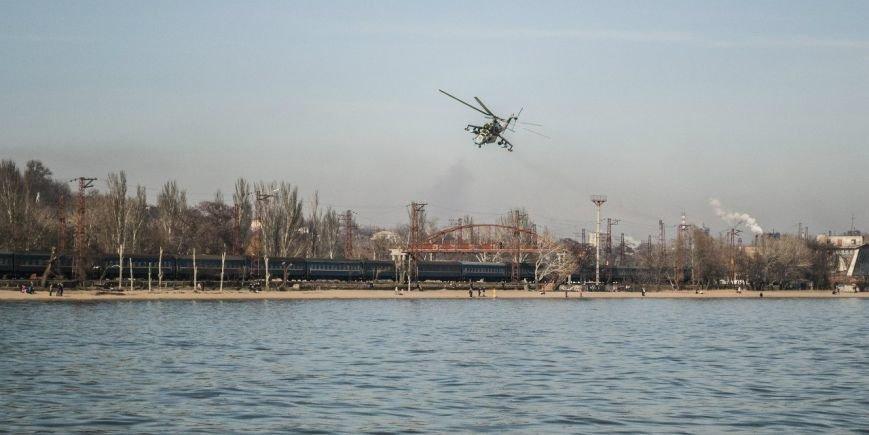 Над Мариуполем только что  пролетели два вертолета (Фотофакт+ ВИДЕО), фото-2