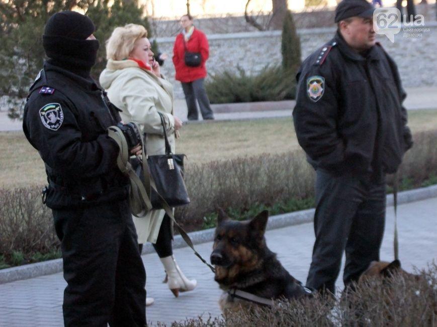 Участники пророссийского митинга в Донецке, отказавшись от штурма ОГА, грозятся показать «кузькину мать» Ахметову (ФОТО) (фото) - фото 3