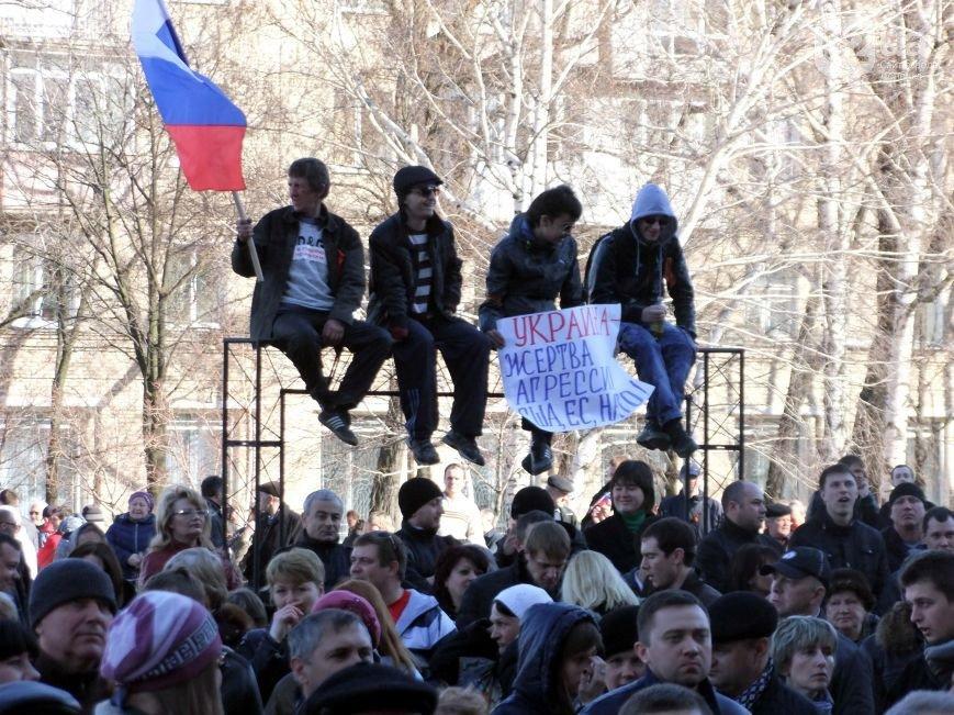 Участники пророссийского митинга в Донецке, отказавшись от штурма ОГА, грозятся показать «кузькину мать» Ахметову (ФОТО) (фото) - фото 7