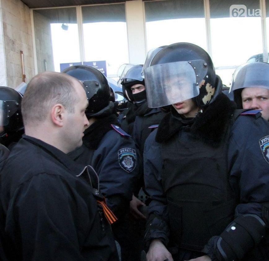 Участники пророссийского митинга в Донецке, отказавшись от штурма ОГА, грозятся показать «кузькину мать» Ахметову (ФОТО) (фото) - фото 4