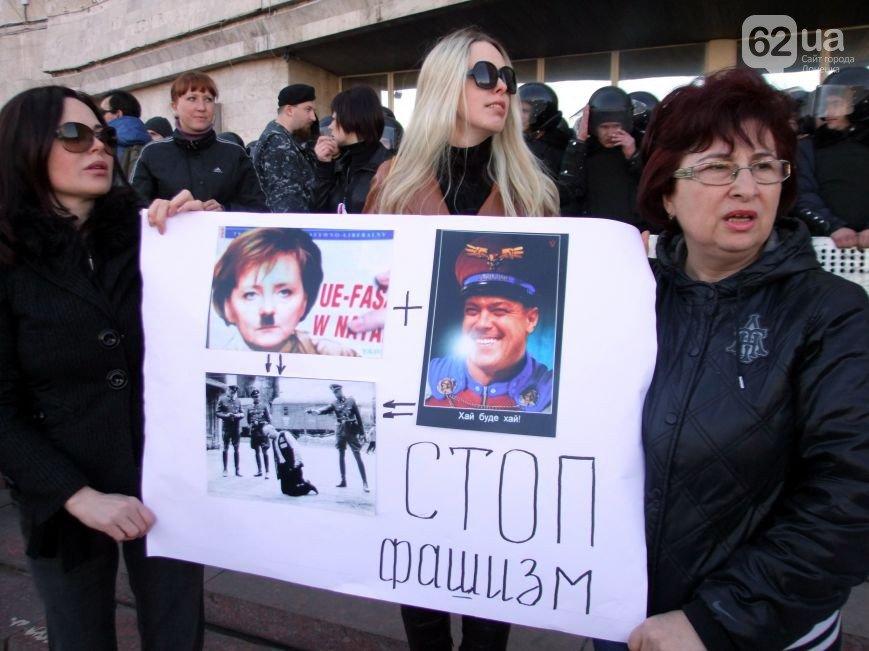 Участники пророссийского митинга в Донецке, отказавшись от штурма ОГА, грозятся показать «кузькину мать» Ахметову (ФОТО) (фото) - фото 6