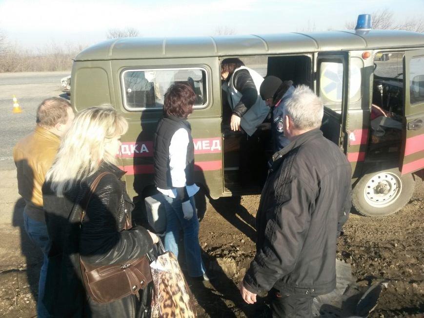 Под  Мариуполем на трассе  микроавтобус   «Мерседес» не пощадил ВАЗ  (ФОТО), фото-2