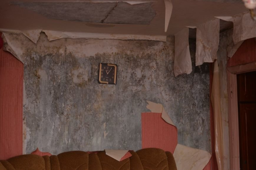 так выглядят квартиры жителей верхних этажей дома № 37 по ул. 60 лет СССР