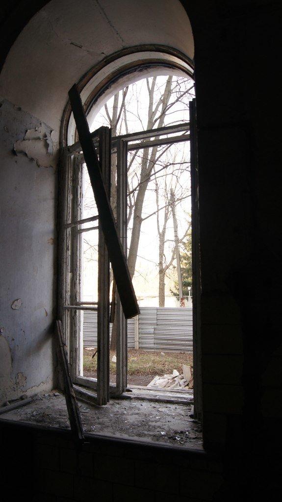 Постраждале вікно
