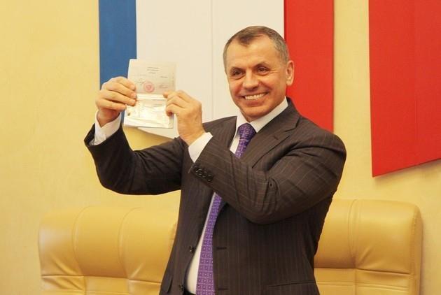 ФОТОФАКТ: Крымские депутаты получили российские паспорта, фото-2