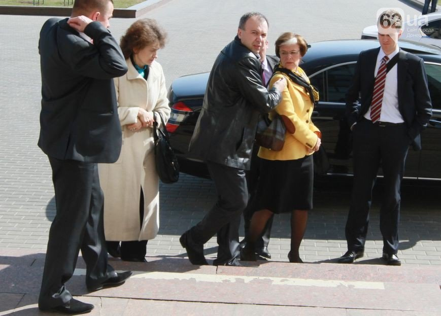 Как в Донецке Верховного комиссара ОБСЕ защищали от журналистов (ФОТО, ВИДЕО) (фото) - фото 3