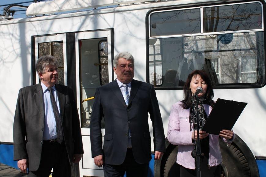 В Артемовске перед первым выходом на маршрут новый троллейбус обмыли шампанским, фото-3