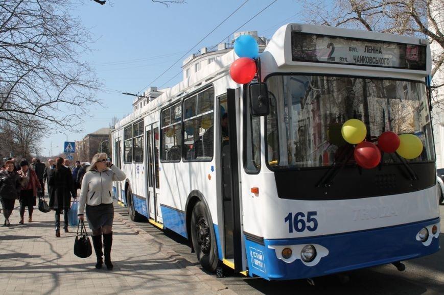 В Артемовске перед первым выходом на маршрут новый троллейбус обмыли шампанским, фото-4