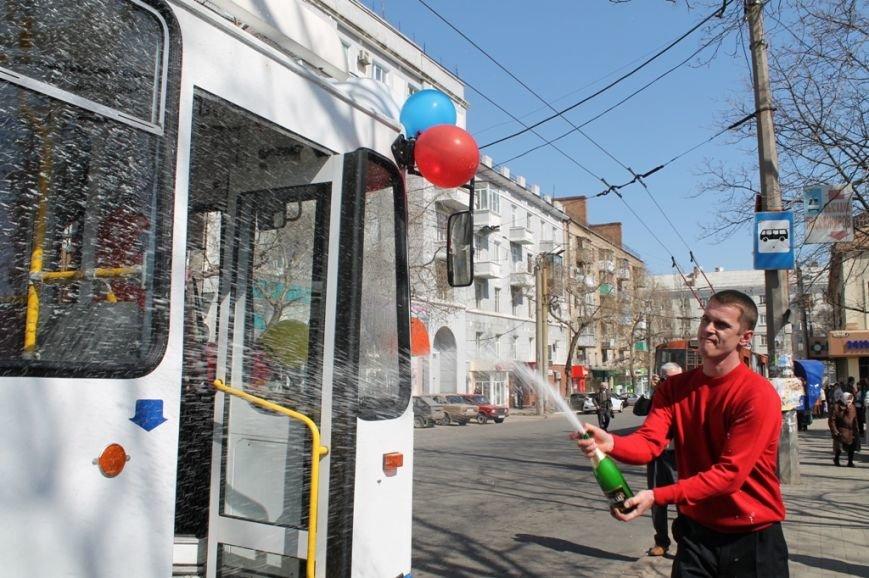 В Артемовске перед первым выходом на маршрут новый троллейбус обмыли шампанским, фото-5