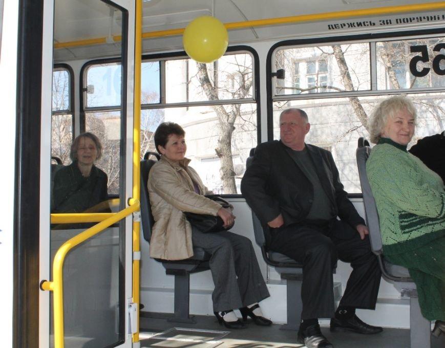 В Артемовске перед первым выходом на маршрут новый троллейбус обмыли шампанским, фото-6