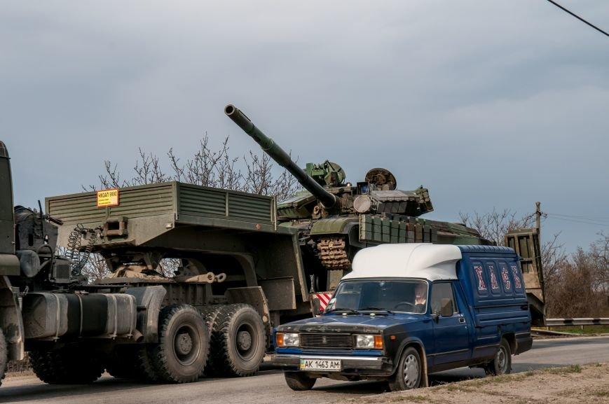 ФОТОФАКТ: Из Крыма выезжает военная техника?, фото-2